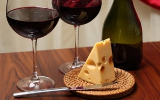 @zzglass-of-wine--glass--cheese-and-wine--cheese_3334469