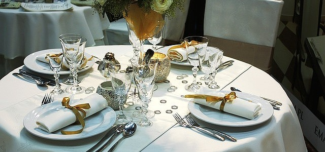@dining-table-94258_640